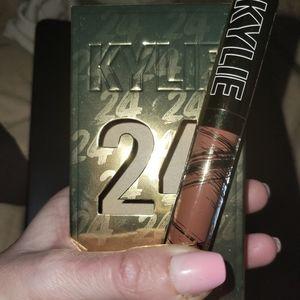 Kylie Cosmetics 24K Lip Shine Laquer: Brown Nude